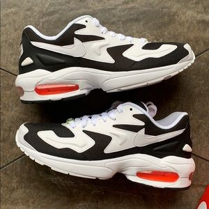 W NIKE AIR MAX2 LIGHT black/white-hyper crimson
